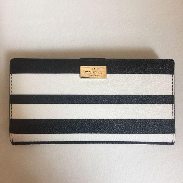 b79ed3f27f81 Kate Spade wallet for Sale in Renton