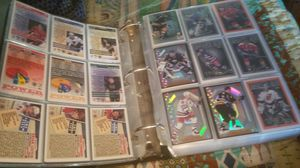 Note book with 500 plus hockey trading cards for Sale in Polk City, FL