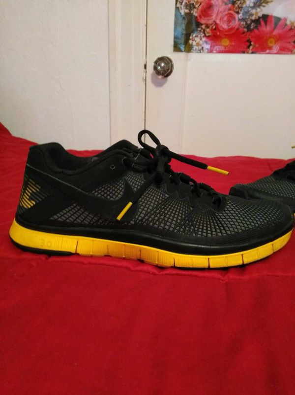 low priced 1bf88 75268 Nike running shoes Live Strong edition