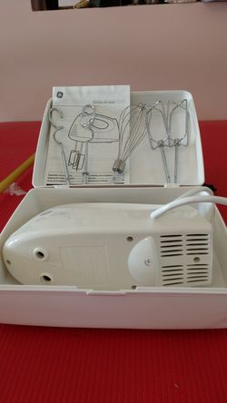 GE Electric Hand Mixer with Case 225 watt Thumbnail