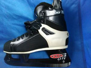 $15 Sz 7 1/2 CCM Tacks ProLite 2 ice hockey skates for Sale in Pittsburgh, PA
