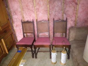 3 Vintage chairs and 2 vintage lamps with shades for Sale in San Francisco, CA