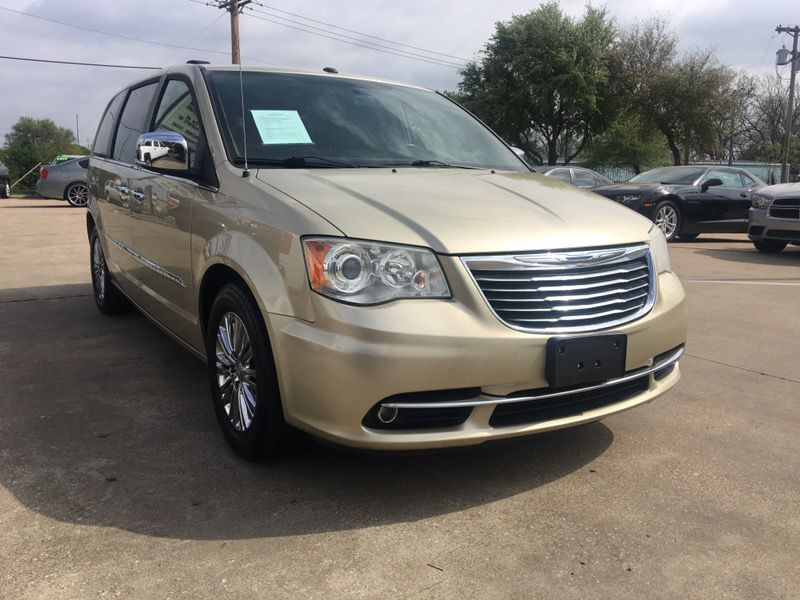 2011 chrysler town & country, fully loaded, DVD, leather, sunroof... $1300 down