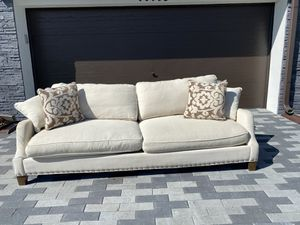 Photo Beautiful and versatile Ivory (off white) sofa