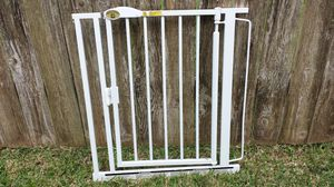 Auto closing baby gate for Sale in Houston, TX