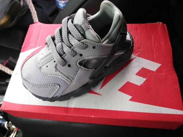 cheaper fb8a5 1e07e Grey Nike Huaraches kids 5c brand new for Sale in Renton, WA - OfferUp