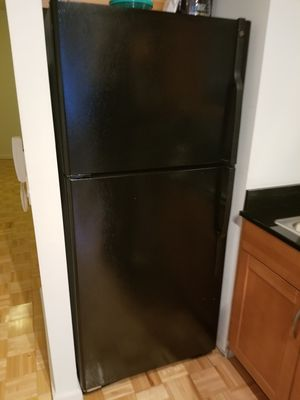 GE REFRIGERATOR for Sale in New York, NY