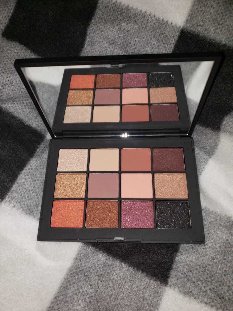 Never Used NARS EXTREME EFFECTS EYESHADOW PALETTE