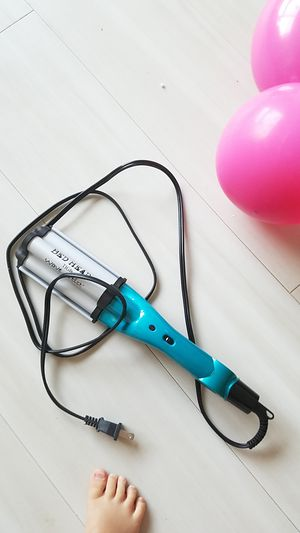 Bed head wave artist hair curler for Sale in Seattle, WA