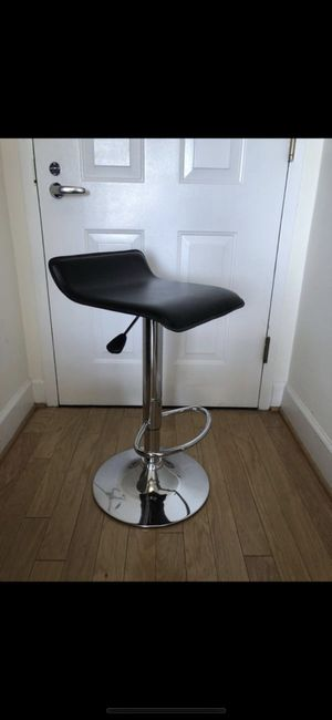 ADJUSTABLE TURNING BLACK LEATHER BAR STOOL for Sale in Washington, DC