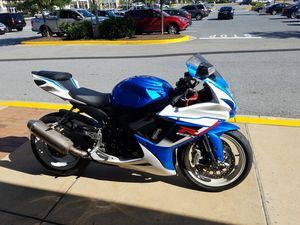 😍😍😍2013 SUZUKI 600 CLEAN TITLE 8,000 MILES RUNS PERFECTLY NO ENGINE LIGHTS $4000 obo for Sale in Adelphi, MD