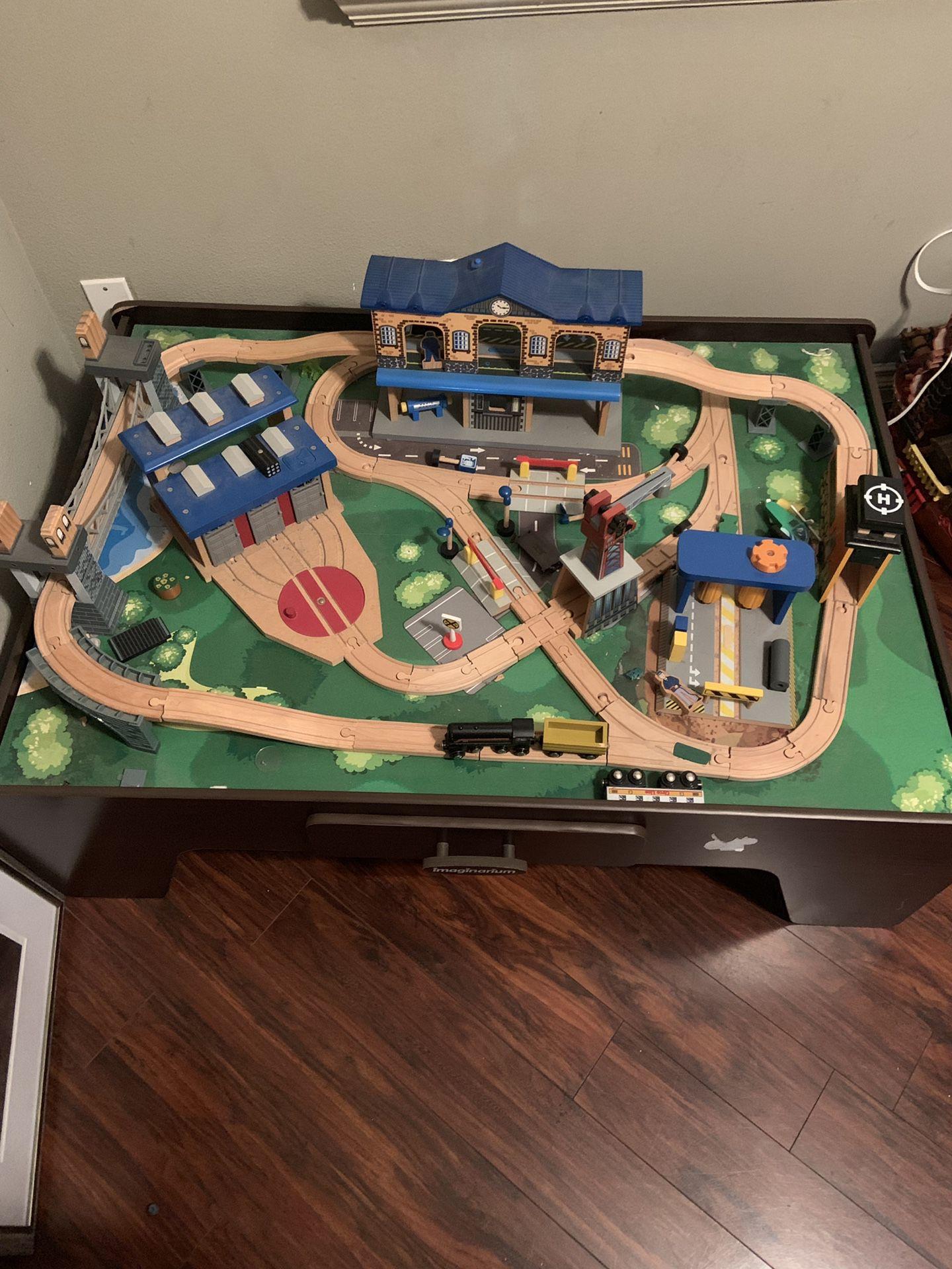Imaginarium train set table