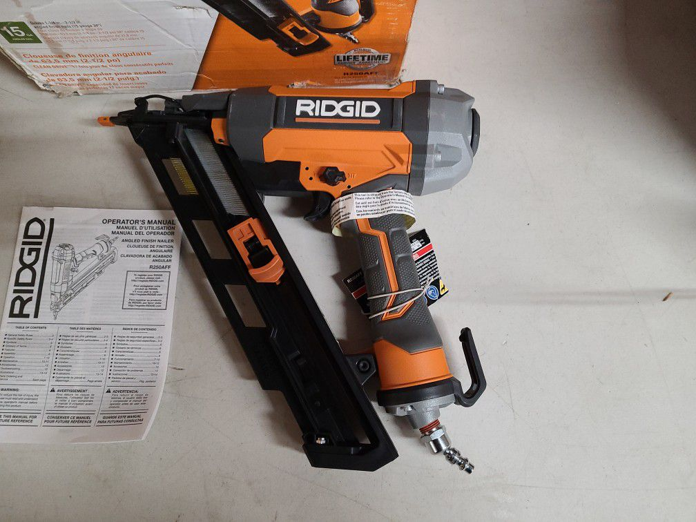 RIDGID 15-Gauge 2-1/2 in. Angled Finish Nailer with CLEAN DRIVE Technology, Tool Bag, and Sample Nails