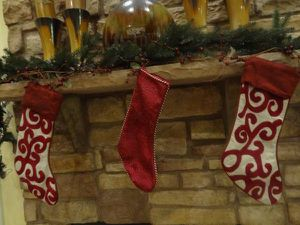 9' Pre-lit Christmas Fireplace Garland Decor for Sale in Ashburn, VA