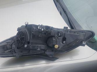2011 Hyundai Genesis light Thumbnail