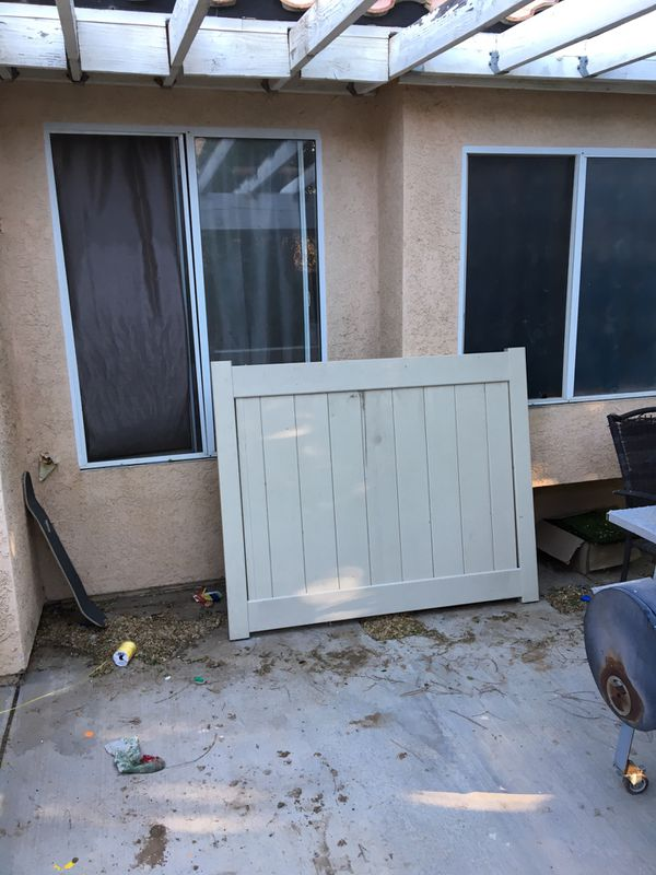 Vinyl Gate Or Fence For Sale In Victorville Ca Offerup