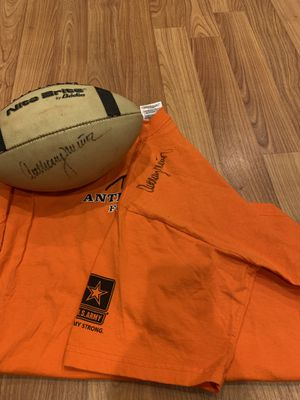 Autographed Anthony Munoz Football & Camp T-shirt for Sale in Jurupa Valley, CA