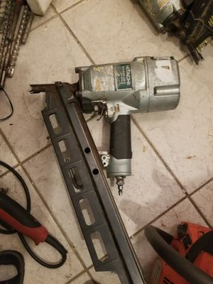 "Hitachi NR 83As1) 3"" 1/4 frimeng coil nailer for Sale in Oxon Hill, MD"