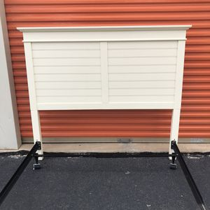 Pier 1 Headboard and Rails for Sale in Woodbridge, VA