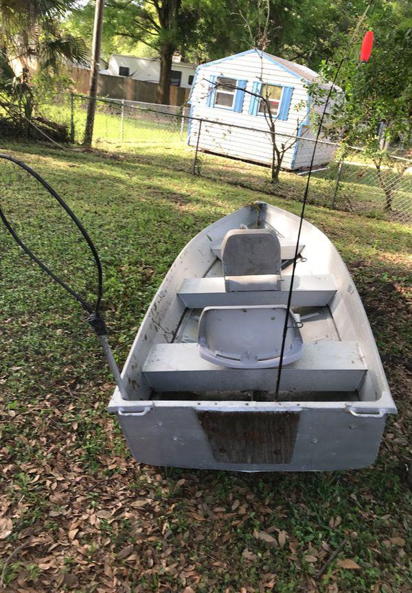 12 FT V-Hull Aluminum Jon Boat for Sale in Tampa, FL - OfferUp