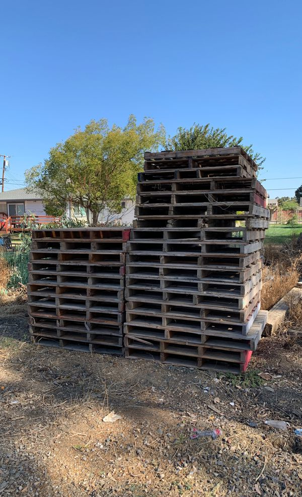 30 wood pallets (free) for Sale in Brentwood, CA - OfferUp