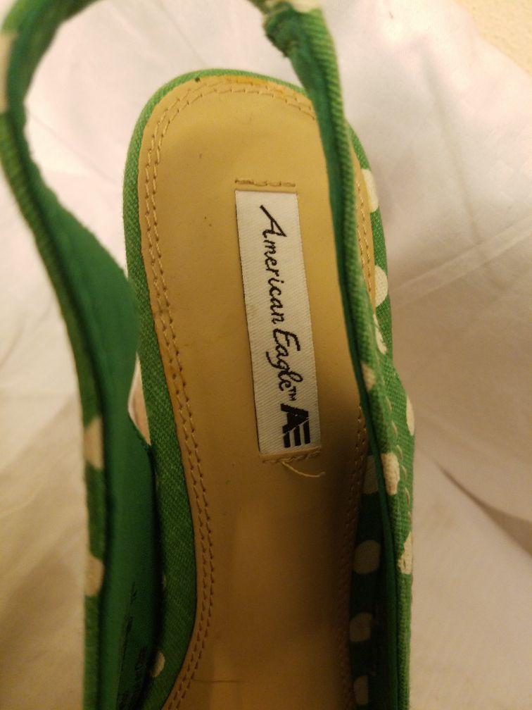 New American eagle wedge saddles sz 7.5 green w/ white polka dots