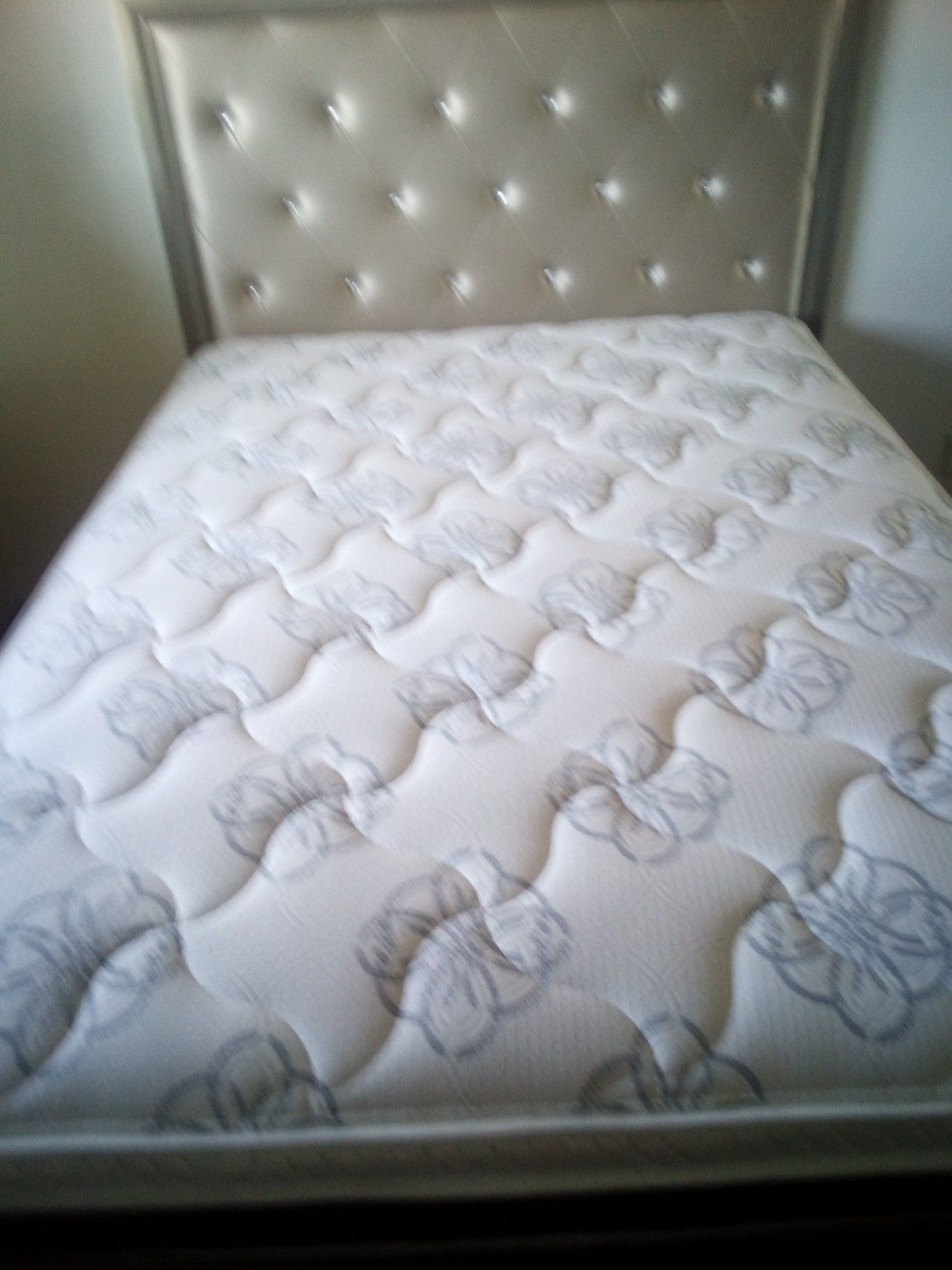 NuevoNew$315 Queen Size Matress and bedframe