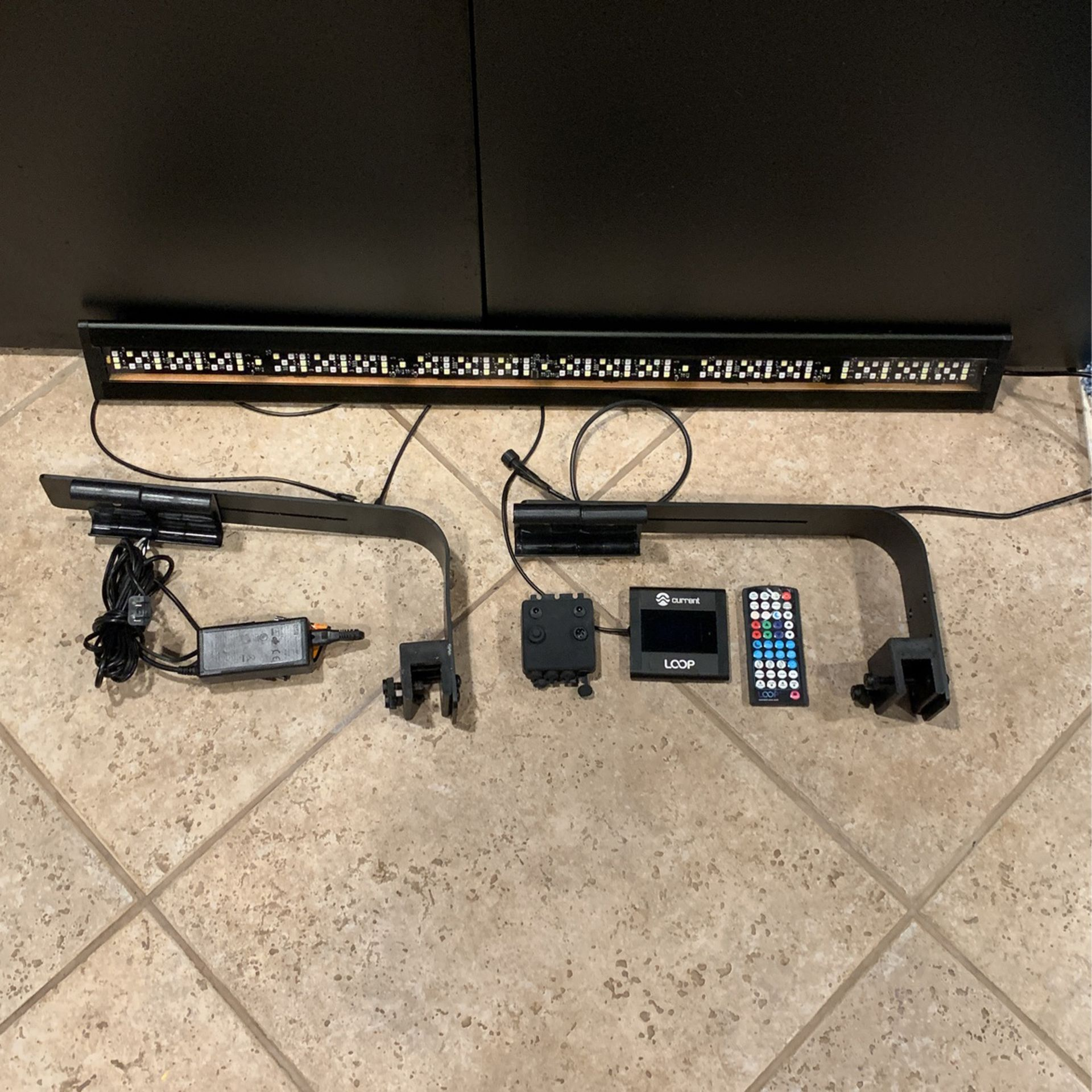 """Current """"Loop"""" Aquarium Light With Mounting Arms"""