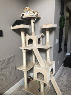Photo Huge cat tree. Barely used. Moving have to get rid of it ASAP