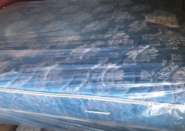 Mattress Used  Full Size   Sealy Mattress With Box Spring