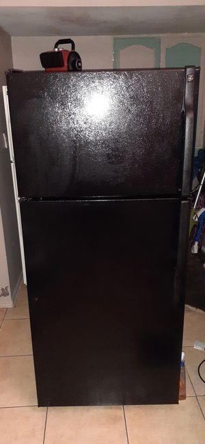 Photo GE Black Refrigerator