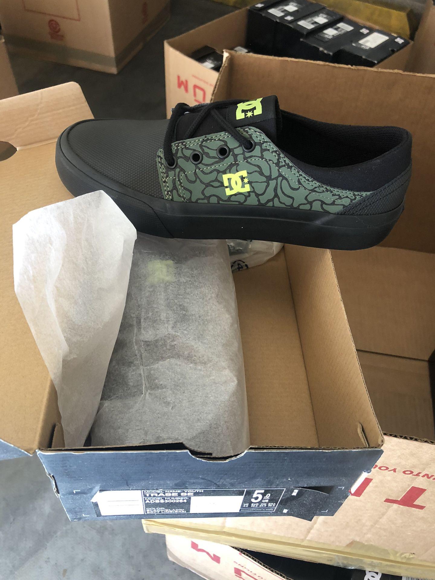 Dc shoes size 5 kids