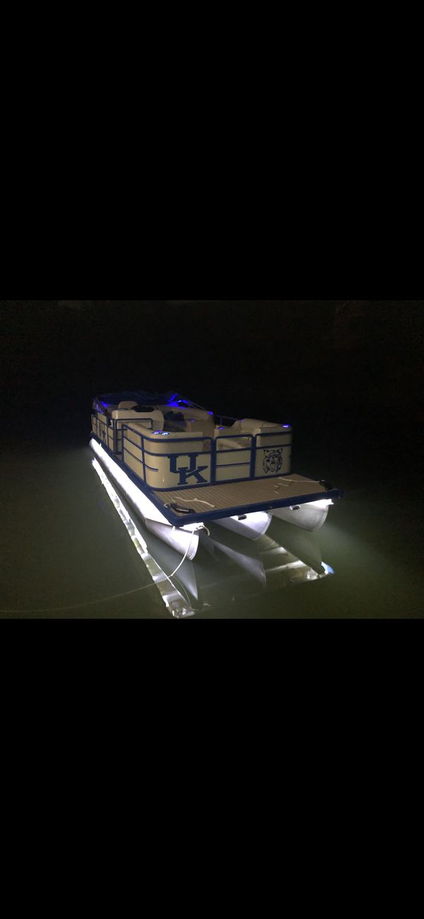 Completely refurbished 24 foot pontoon for sale with a university of kentucky theme
