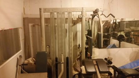 Máquina de hacer ejercicio y 4 llantas Thumbnail