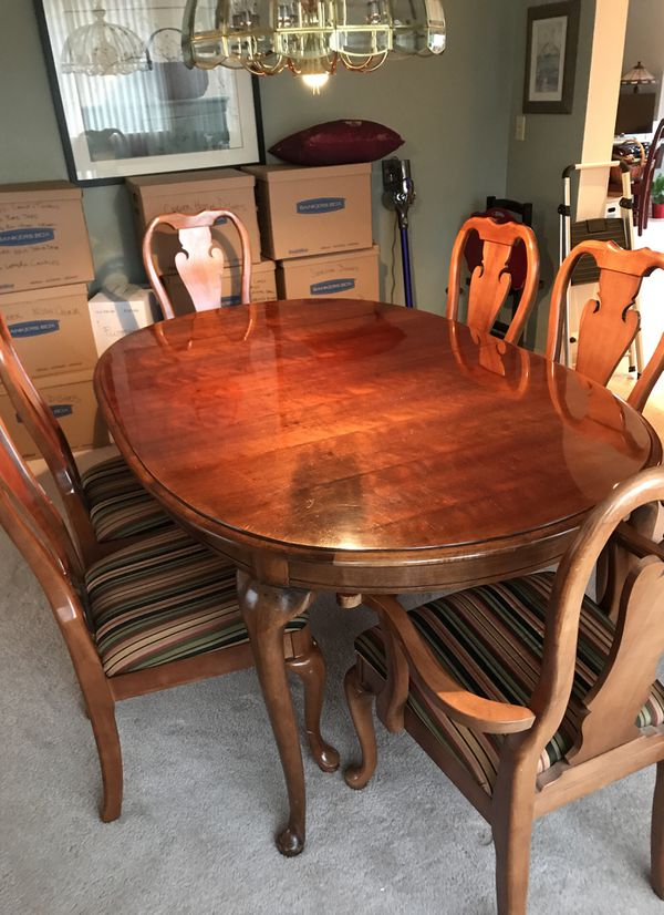 Thomasville Dining Room Table And Hutch