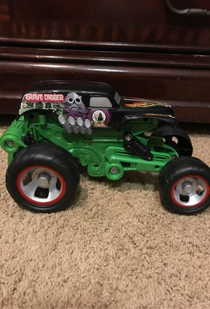 Photo Grave Digger monster jam truck (lowers and lifts)