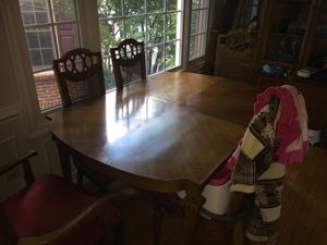 Detailed Dining room table and 4 chairs and two leaves for Sale in Silver Spring, MD