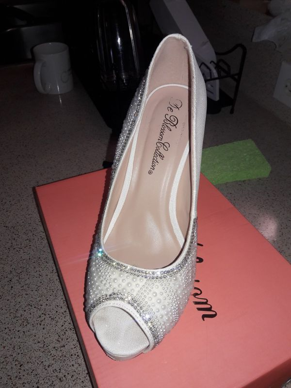 937bea2dd00 David s Bridal size 9 (Clothing   Shoes) in Port St. Lucie