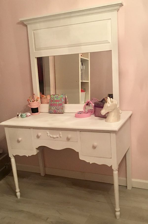 Attractive Vanity/ Desk with mirror (Furniture) in Glendale, AZ - OfferUp HW93