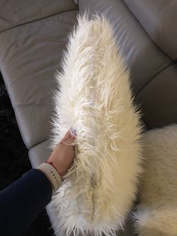 Modern decor pillows Thumbnail