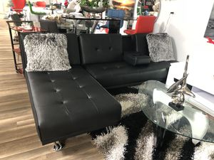 black sectional futon.. cup holder in the middle of sofa for Sale in Hialeah, FL