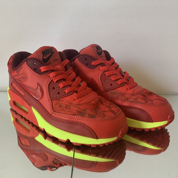 78800d89e212 Nike Air Max 90 GS Ice Red Volt Size 6.5Y for Sale in Las Vegas