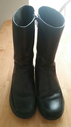 Clarks Women's boots, size 8,Clean and Good condition for Sale in Alexandria, VA