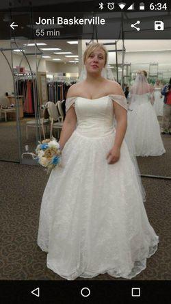 Wedding dress that never got worn ☹️ Thumbnail