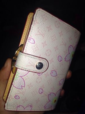 Authentic pink Louis Vuitton Wallet for Sale in Sacramento 61c6dfe9abf0c