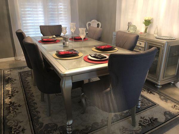 Coralayne Dining Set
