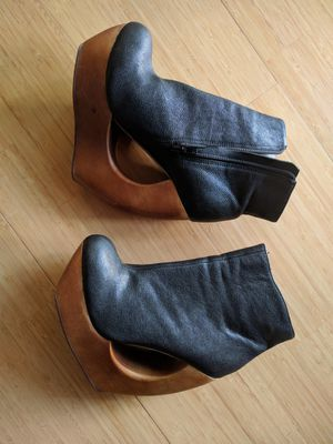 Leather ankle boots with unusual wooden platform heel size 7M for Sale in Mill Valley, CA
