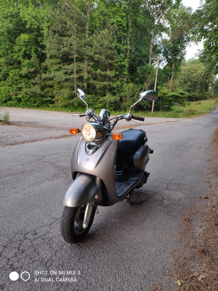 Photo Yamaha Vino 125cc Scooter