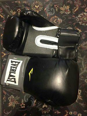 Everlast 16oz boxing gloves for Sale in Atlanta, GA