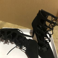 New Black Lace up Heels 6.5 Thumbnail
